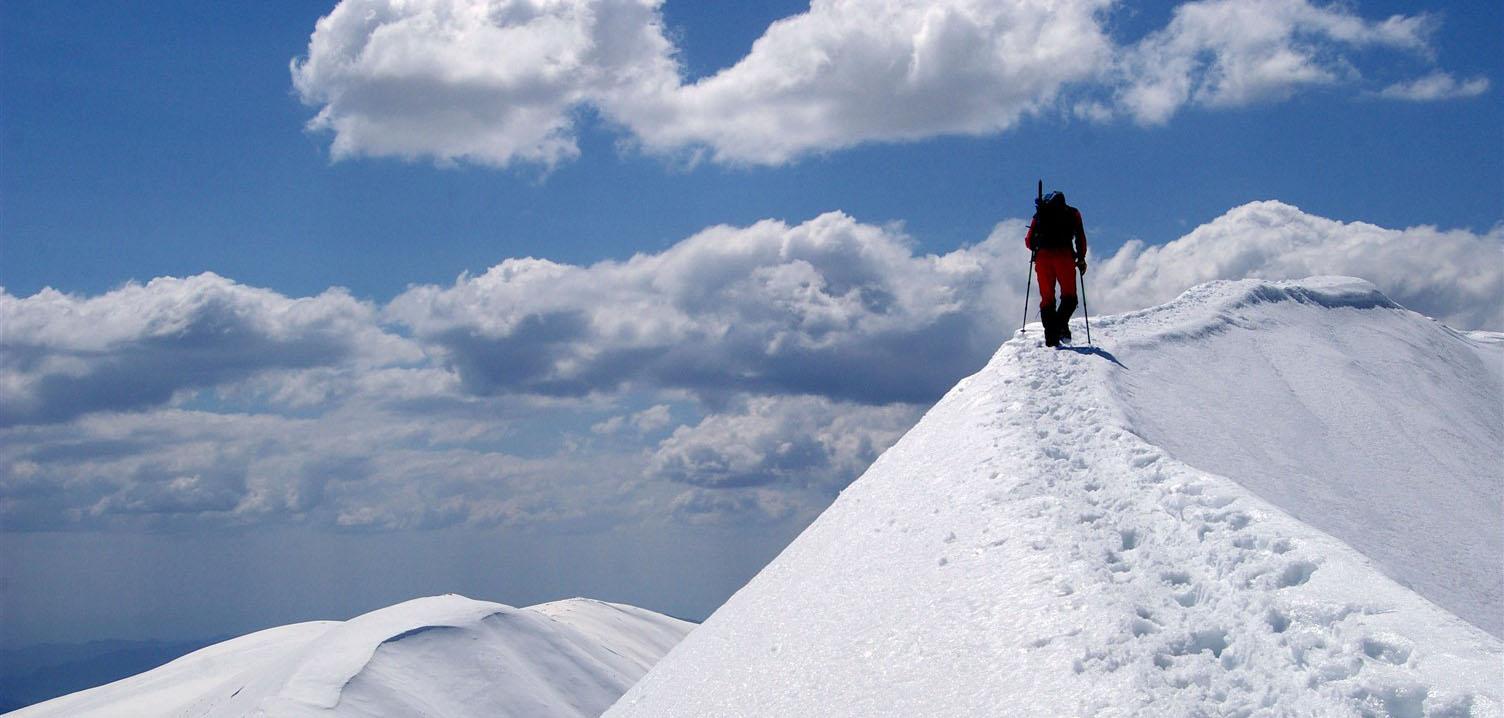Winter mountaineering in Transylvanian Alps